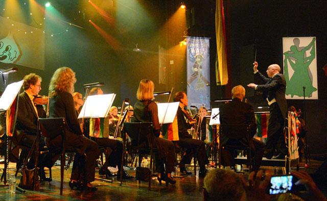 Het-orkest-en-dun-dirigent
